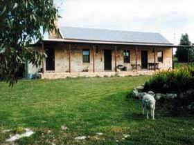 Mt Dutton Bay Woolshed Heritage Cottage - Accommodation in Brisbane