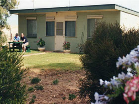 Oaklands Fishing Cottage - Accommodation in Brisbane