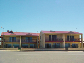 Tumby Bay Hotel Seafront Apartments - Accommodation in Brisbane