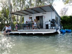 The Murray Dream Self Contained Moored Houseboat - Accommodation in Brisbane