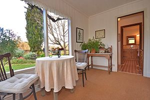 Adelaide Hills Country Cottages - Apple Tree Cottage