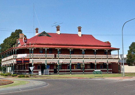 The New Coolamon Hotel - Accommodation in Brisbane