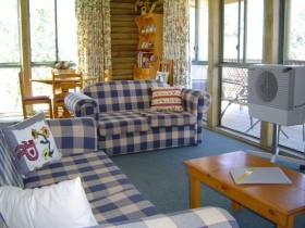 Myrtle Creek Cottages - Accommodation in Brisbane
