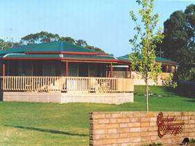Carolynne's Cottages - Accommodation in Brisbane