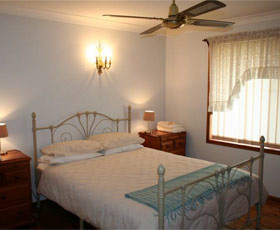 Caits Cottage Bed And Breakfast - Accommodation in Brisbane