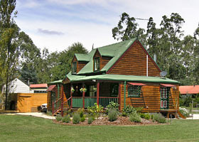 Mystic Mountains Holiday Cottages - Accommodation in Brisbane