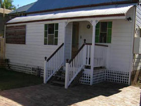 A Pine Cottage - Accommodation in Brisbane