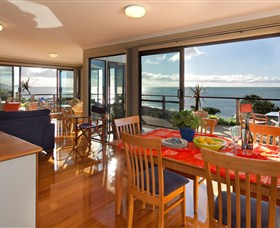 Boat Harbour Beach House - The Waterfront - Accommodation in Brisbane