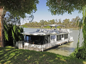 Boats and Bedzzz - The Murray Dream self-contained moored Houseboat - Accommodation in Brisbane