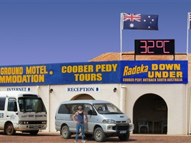 Radeka Downunder Underground Motel and Backpacker Inn - Accommodation in Brisbane