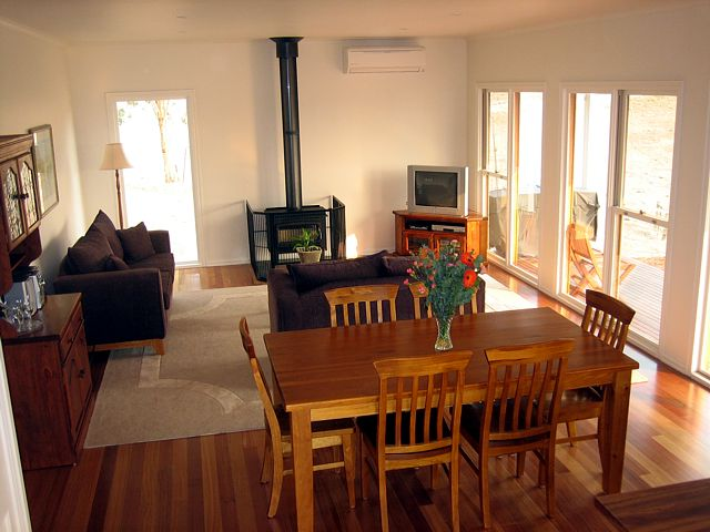 Strath Valley View B and B - Accommodation in Brisbane
