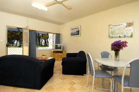 Island Coastal Units - Accommodation in Brisbane