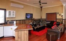 Top of the Range Retreat - Accommodation in Brisbane