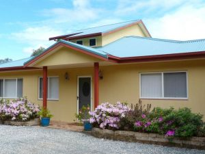 Whitby on Wallis Lakefront Cottage - Accommodation in Brisbane