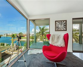Riviera Waters at Vogue Holiday Homes - Accommodation in Brisbane