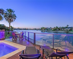 Kurrawa Cove at Vogue Holiday Homes - Accommodation in Brisbane