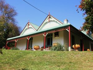 Ravenscroft and The Cottage - Accommodation in Brisbane