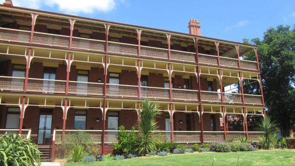 Yarra House - Accommodation in Brisbane