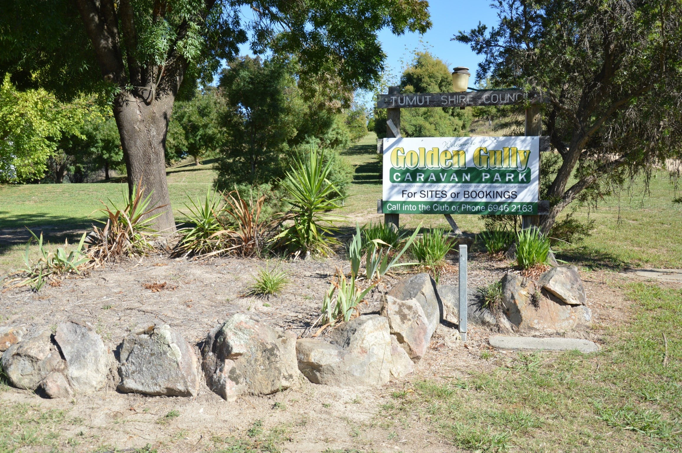 Adelong Golden Gully Caravan Park - Accommodation in Brisbane