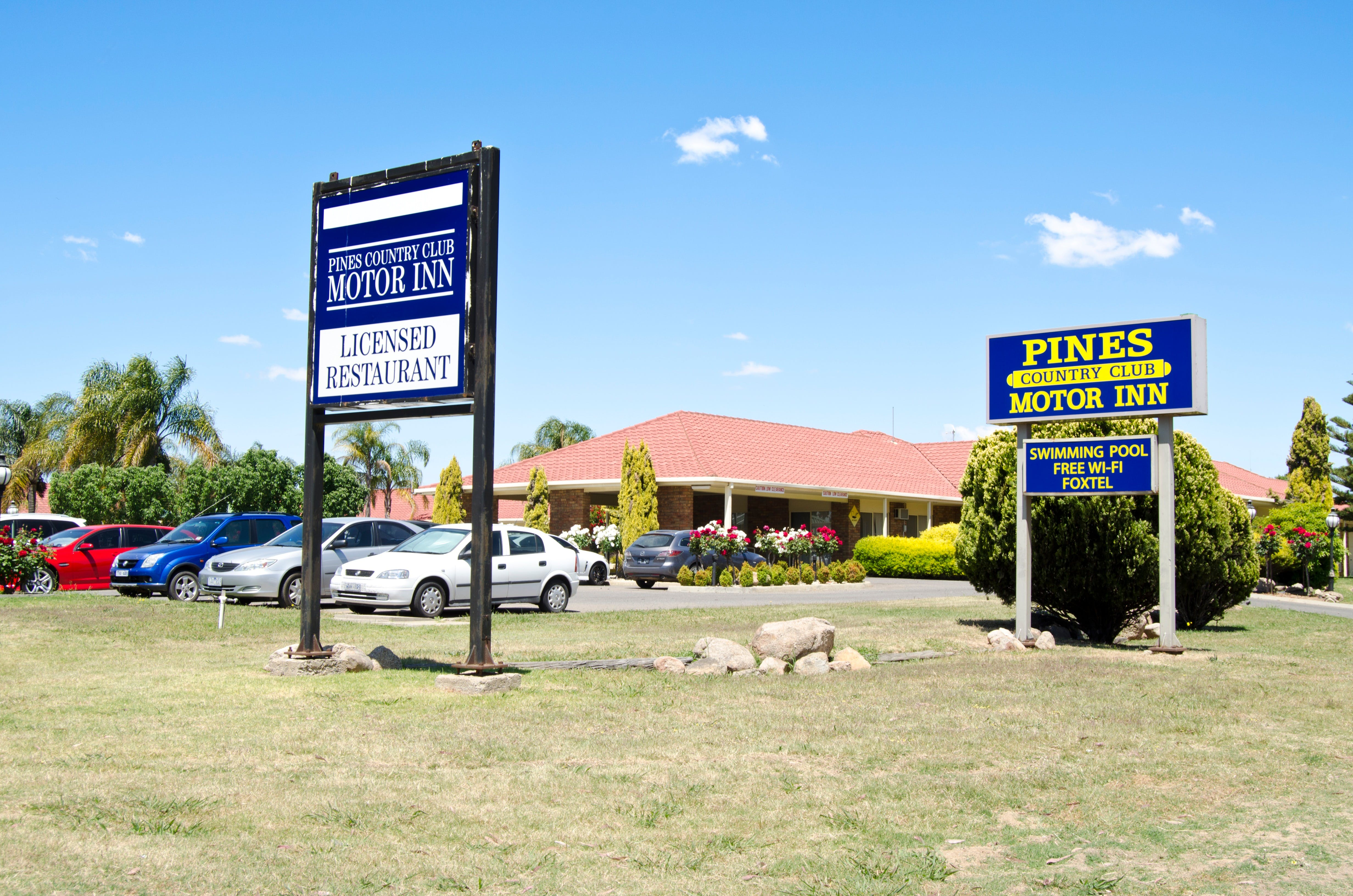 Pines Country Club Motor Inn - Accommodation in Brisbane