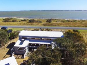 Coorong Aurora - Breathtaking Waterfront Escape - Accommodation in Brisbane