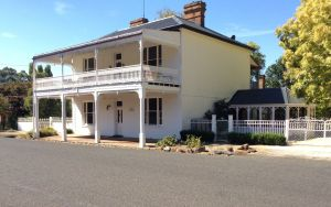 The White House Carcoar - Accommodation in Brisbane