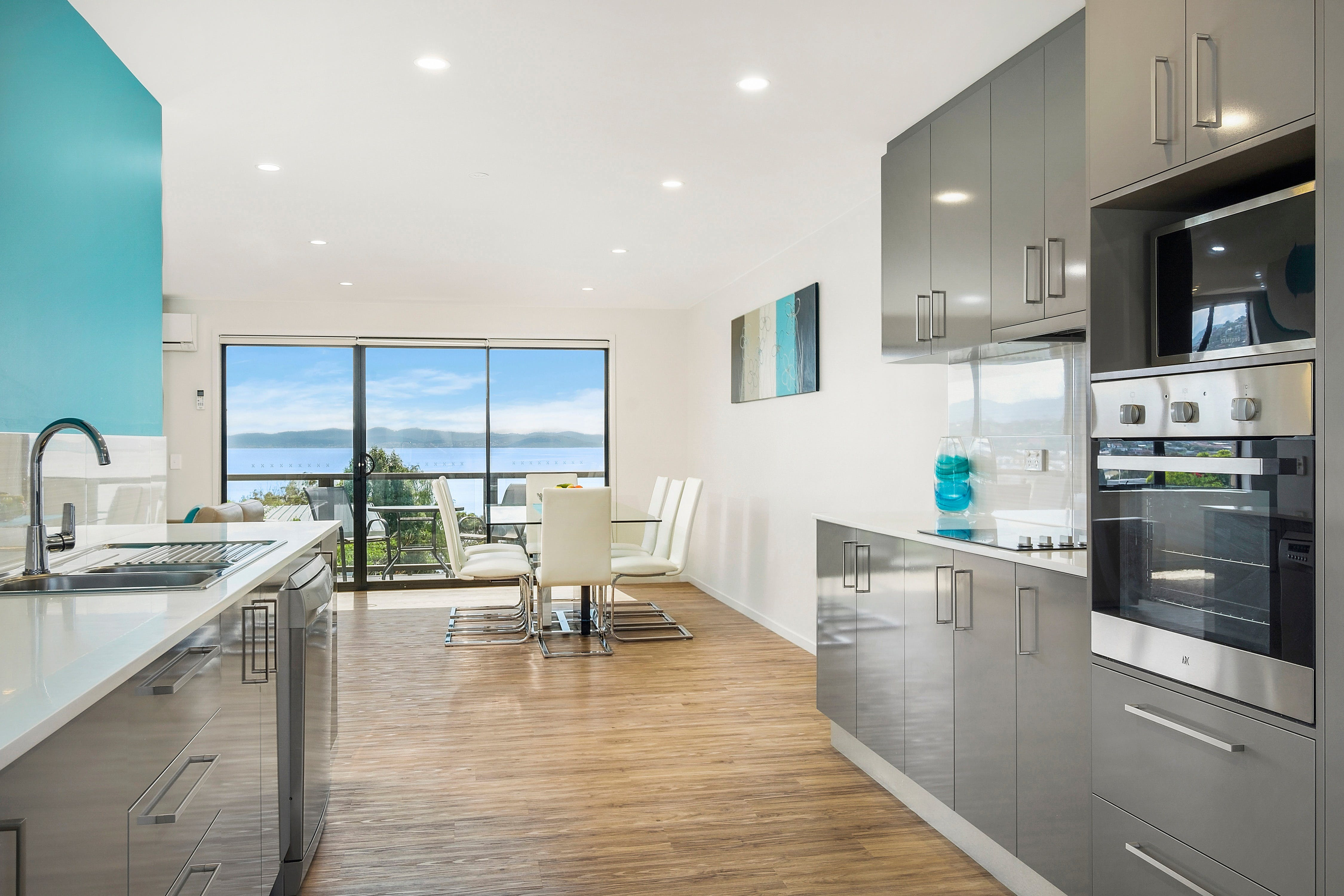 Beach View Apartment - Accommodation in Brisbane