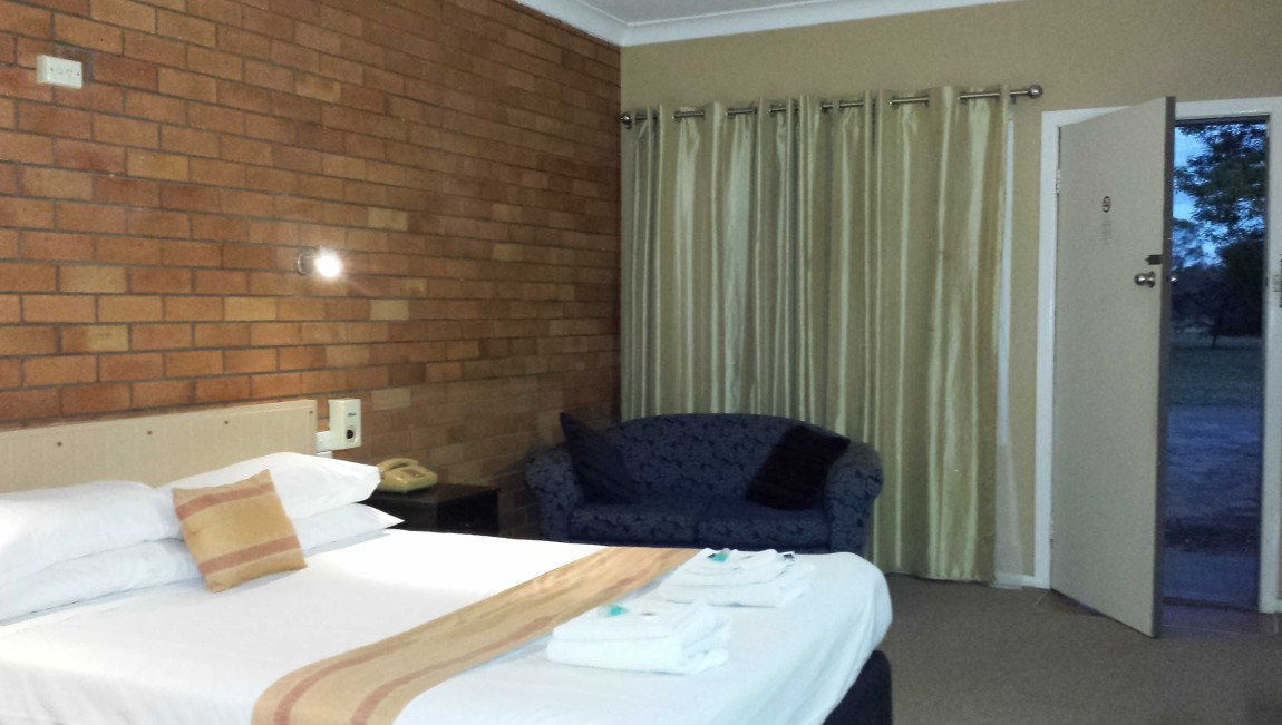 AA Hilldrop Motor Inn - Accommodation in Brisbane