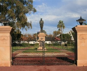 Dalby War Memorial and Gates - Accommodation in Brisbane
