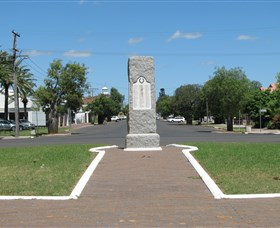 War Memorial and Heroes Avenue Roma - Accommodation in Brisbane