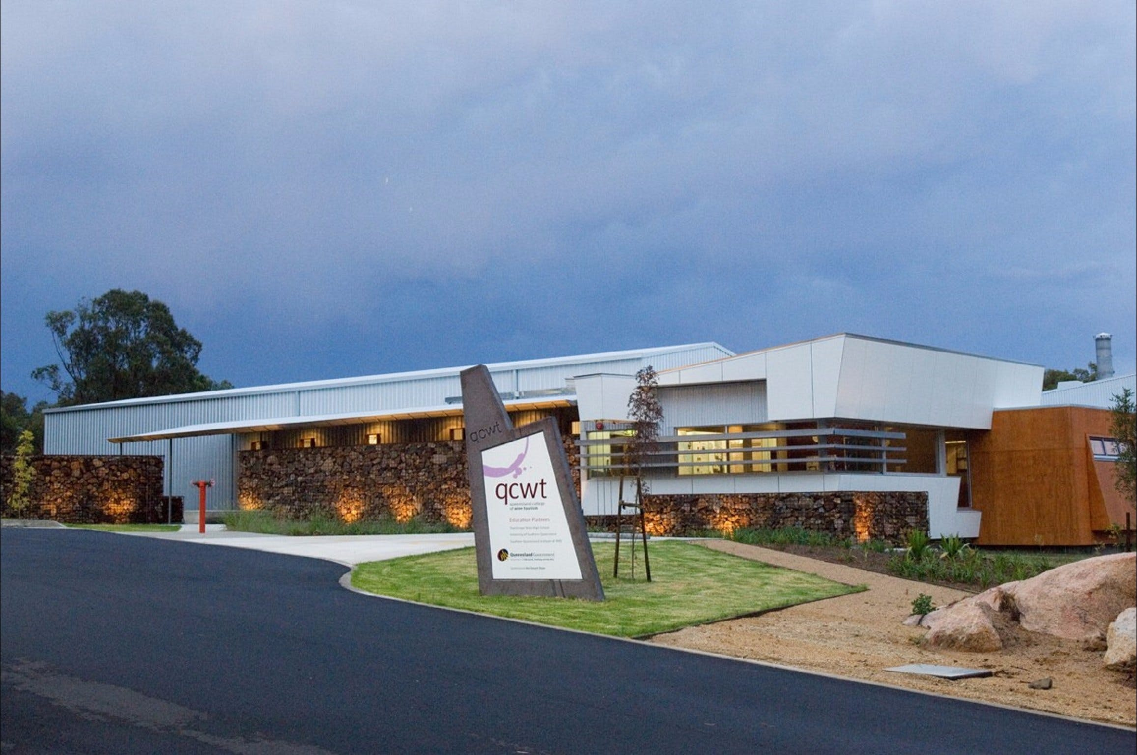 Varias Restaurant and Function Centre at the Queensland College of Wine Tourism - Accommodation in Brisbane