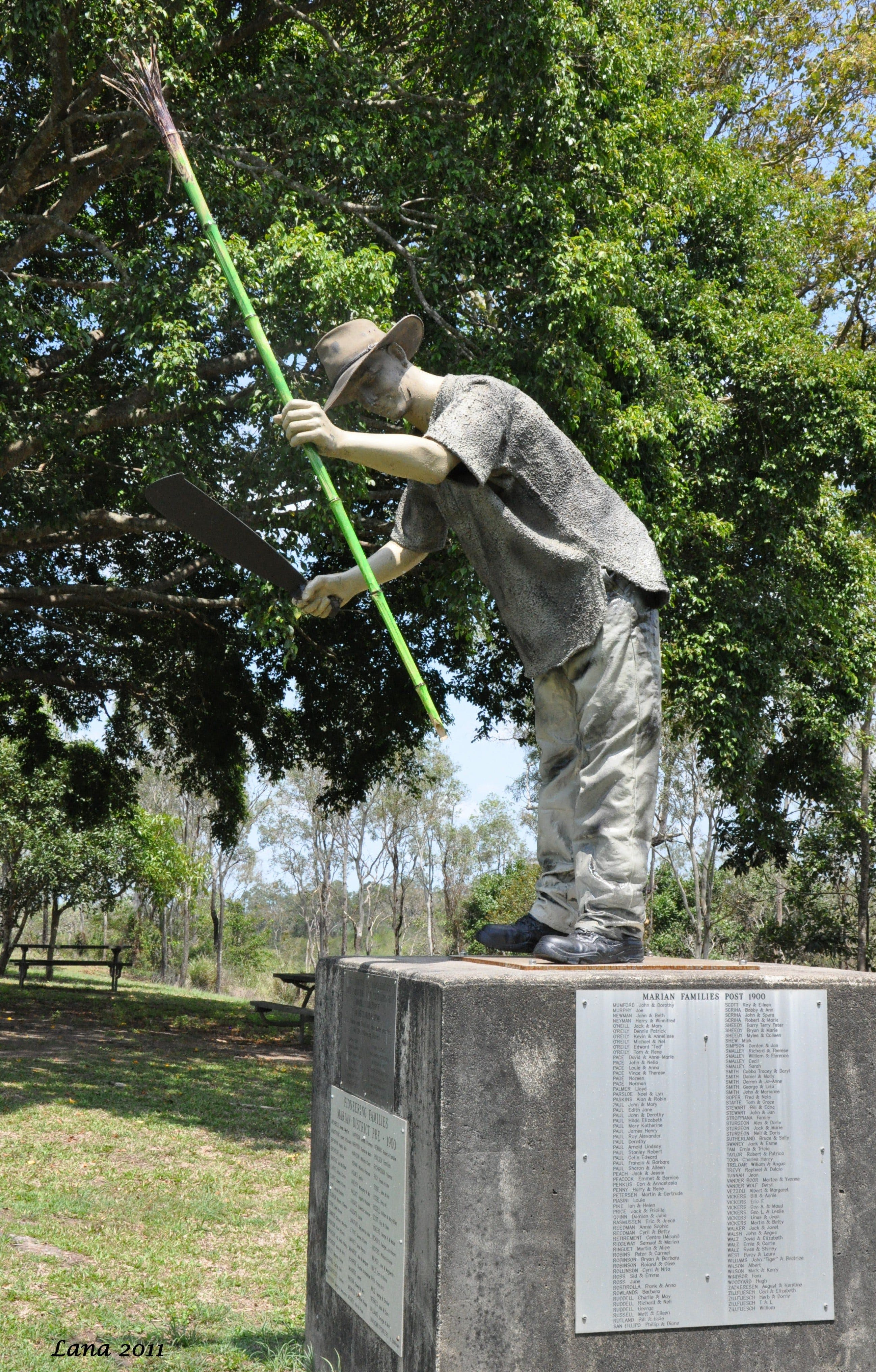 Cane Cutter Memorial - Accommodation in Brisbane