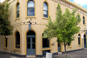 The College Lawn Hotel - Accommodation in Brisbane