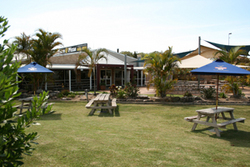 Moonee Beach Tavern - Accommodation in Brisbane