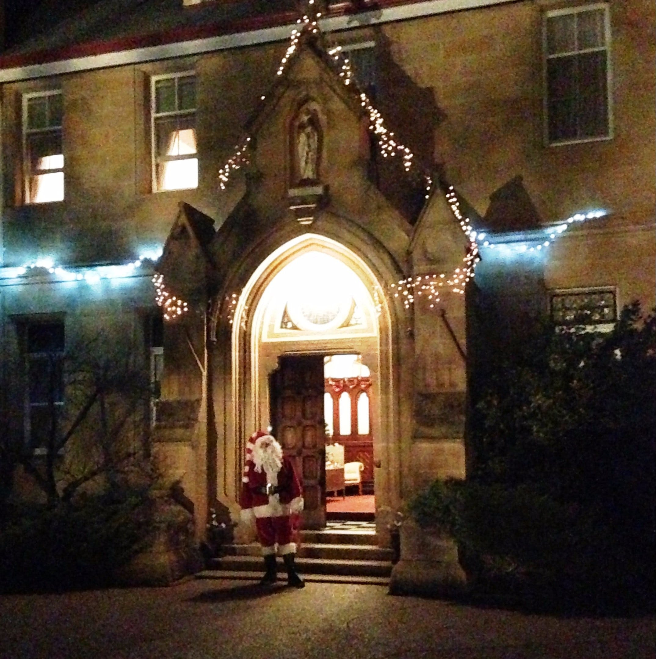 Abbey of the Roses - Christmas in July - Accommodation in Brisbane