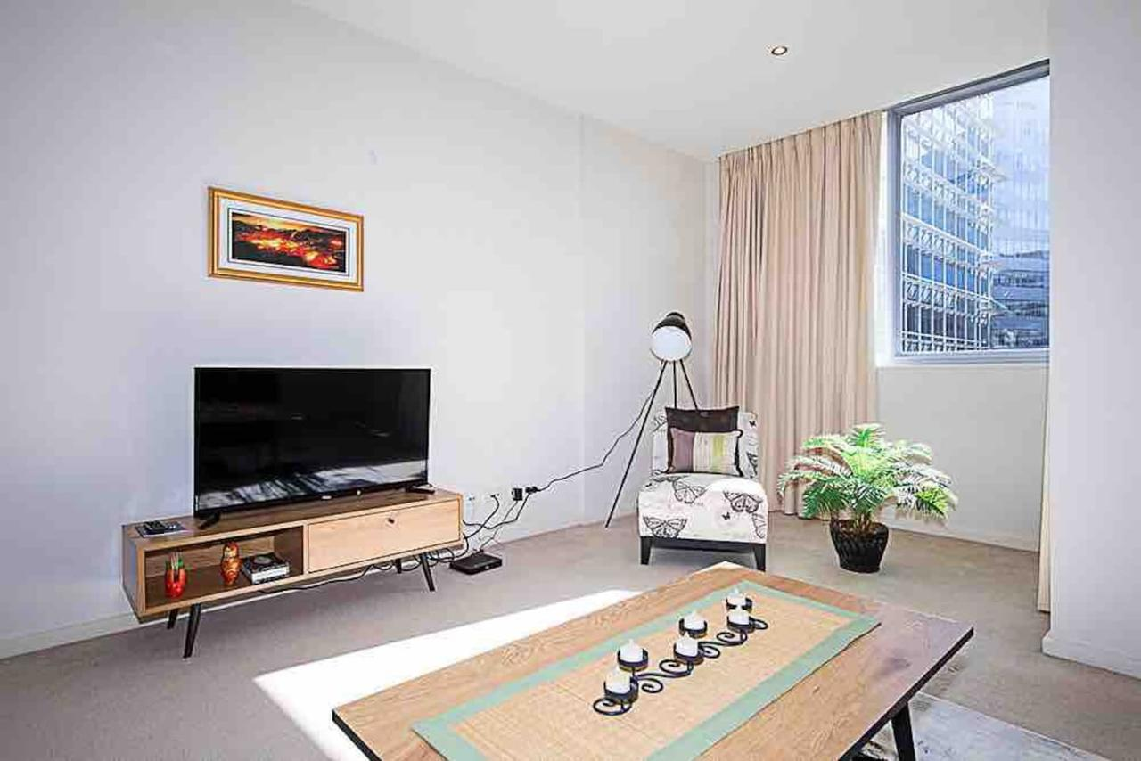 Spacious 1BR Stylish New Acton Apartment Parking - Accommodation in Brisbane