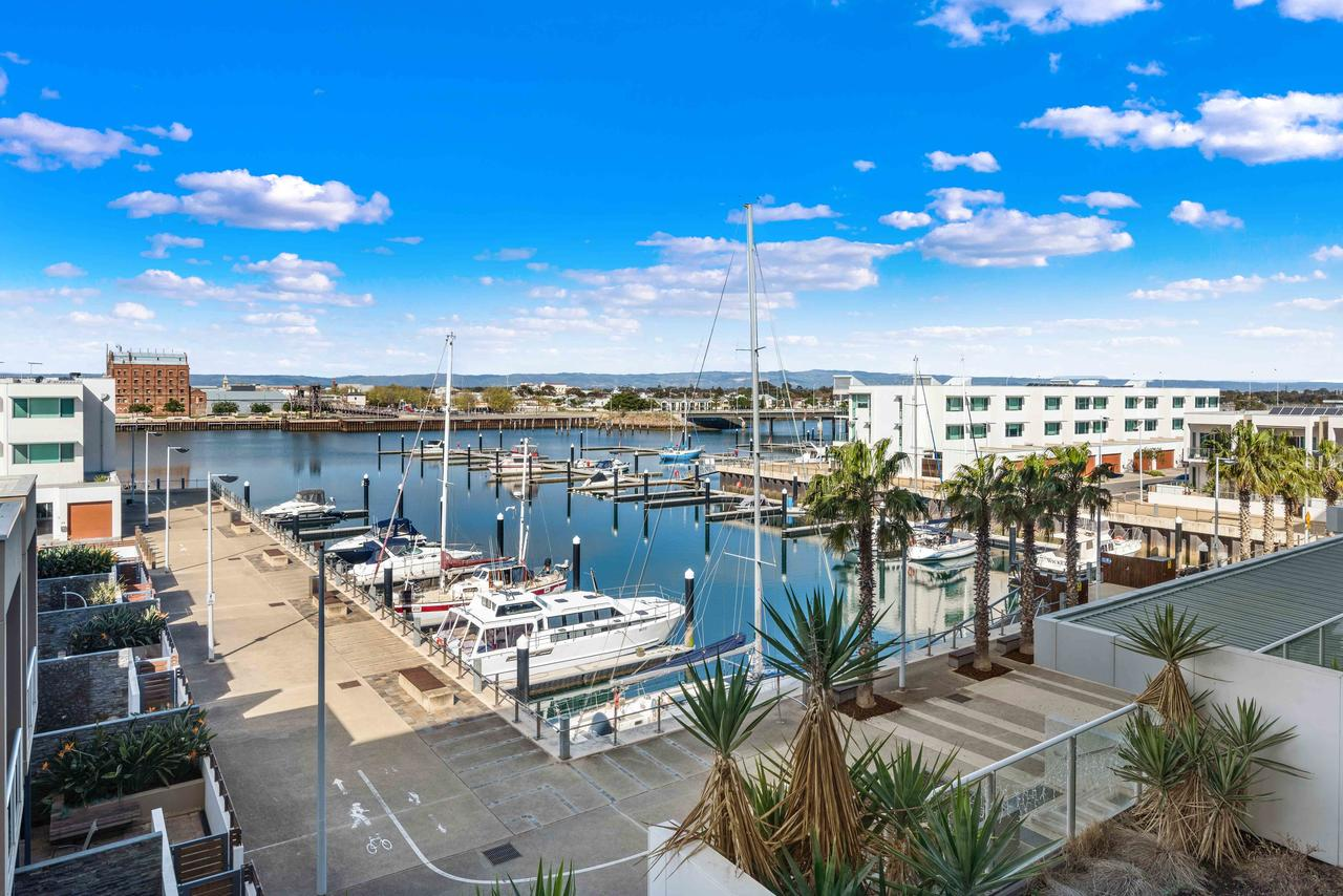 Port Adelaide Executive Waterfront Apartment - Accommodation in Brisbane
