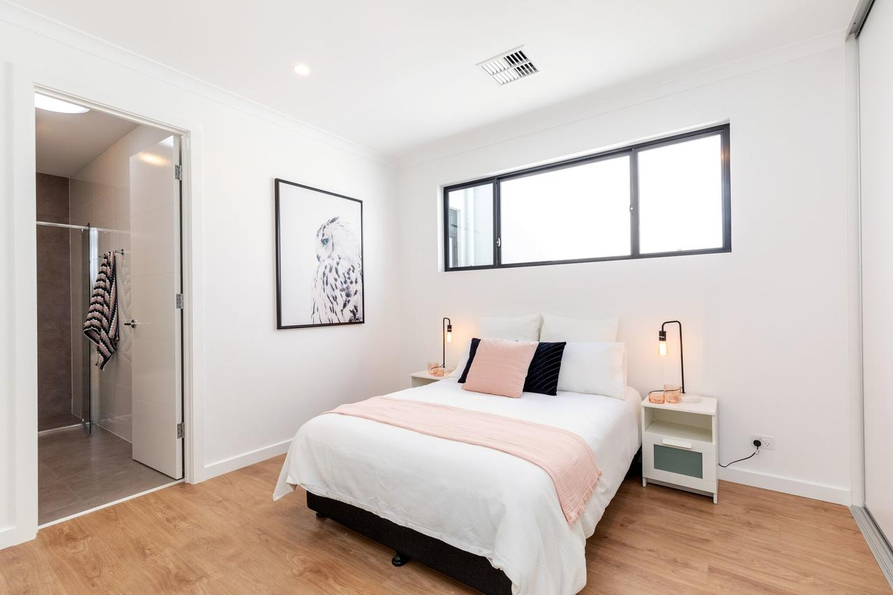 Brand new affordable luxury 3 bedroom 3 bathrooms house close to Adelaide city Chinatown beach Adelaide Airport - Accommodation in Brisbane