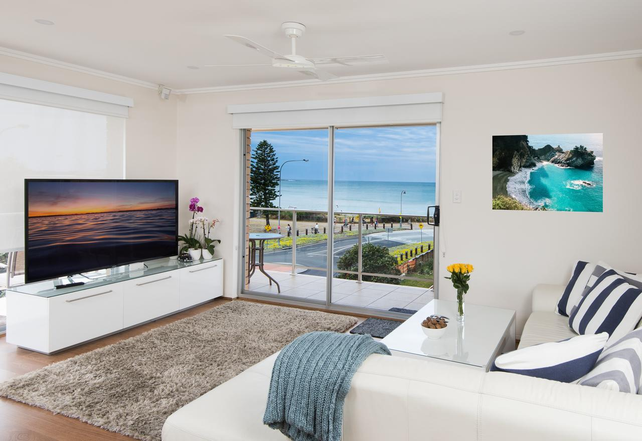 Stylish 3 Bedroom Beachview Apartment - Accommodation in Brisbane