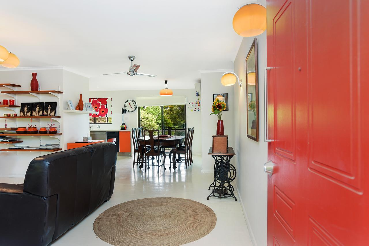 Red Door - Accommodation in Brisbane