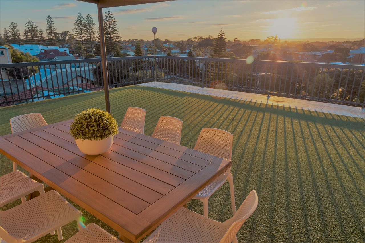 Henley Beach South Amazing Views Huge Private Balcony - Accommodation in Brisbane