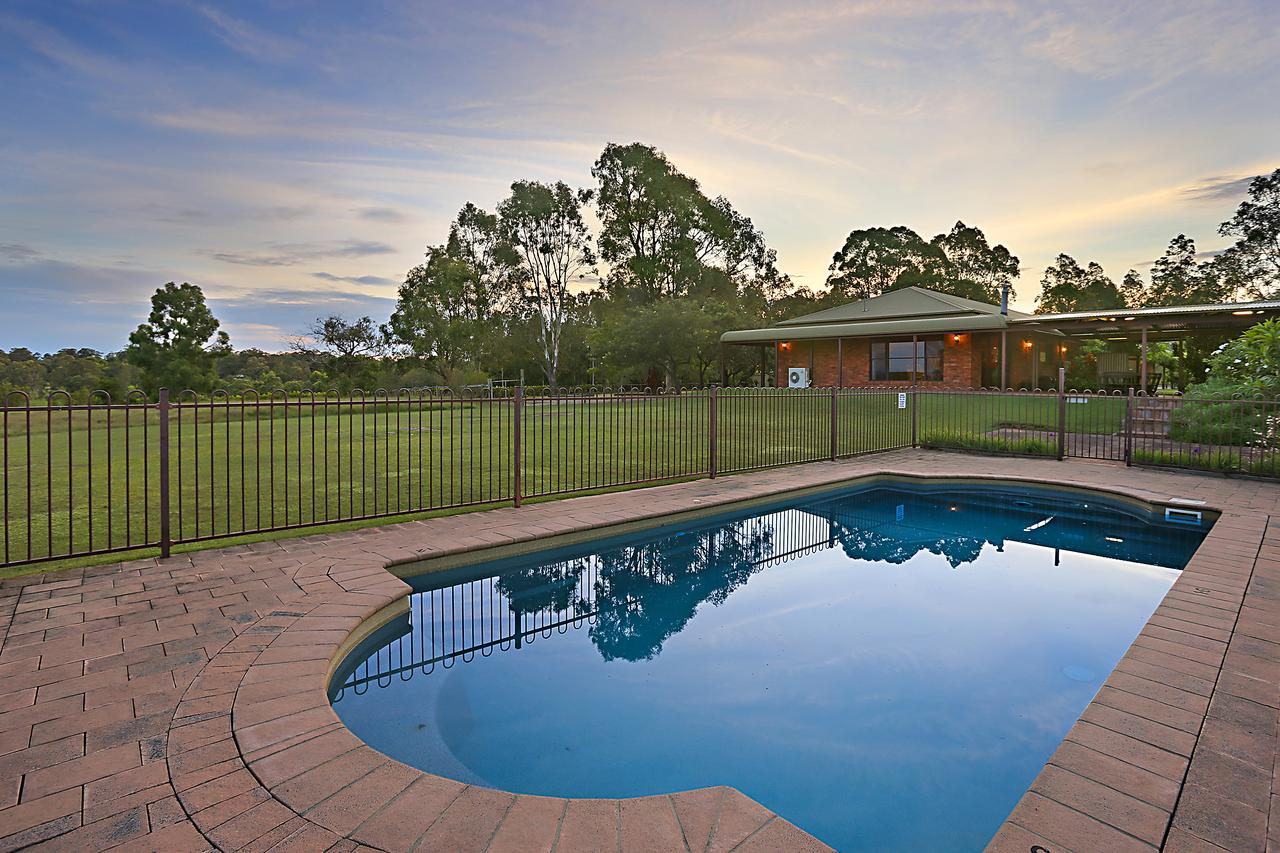 Ironstone Estate Lovedale - Accommodation in Brisbane
