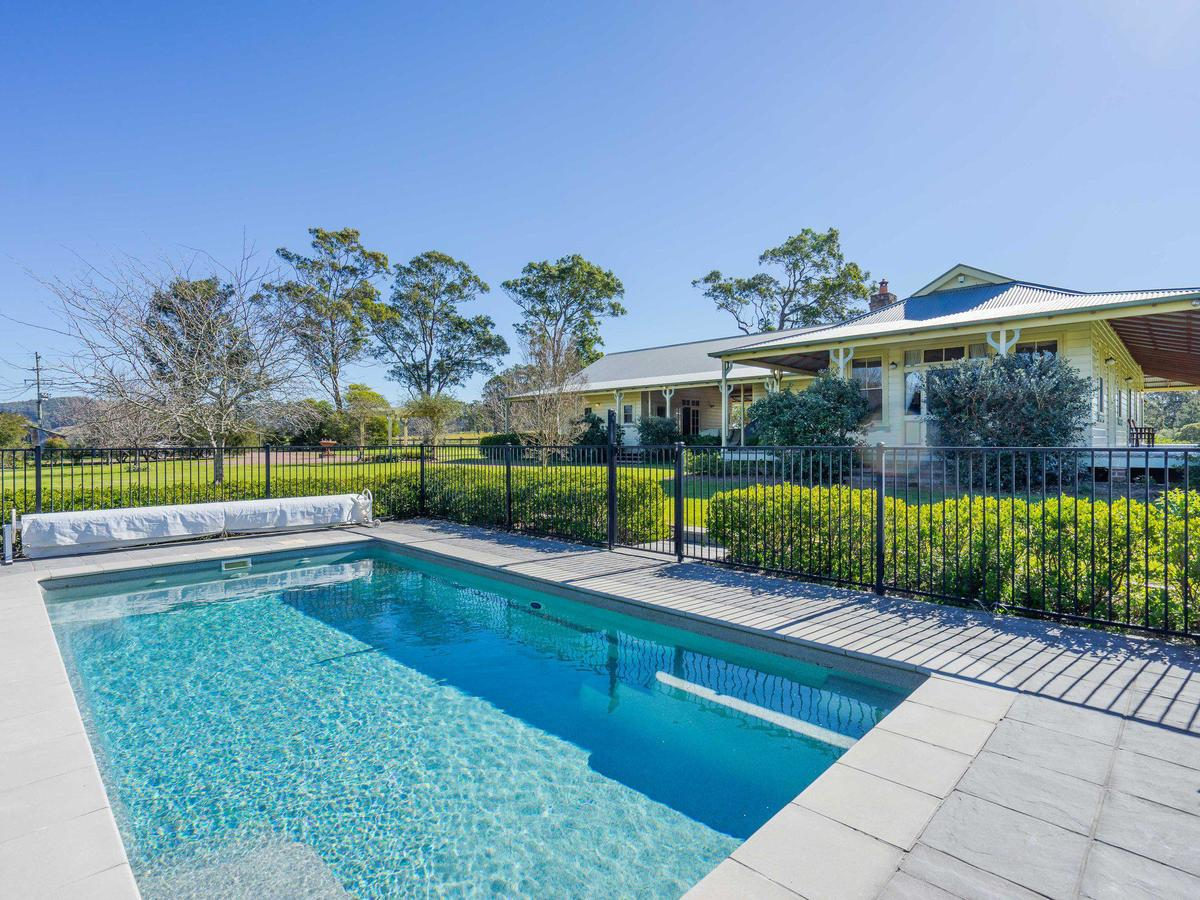 Roscrea Homestead - Luxury Retreat - Accommodation in Brisbane