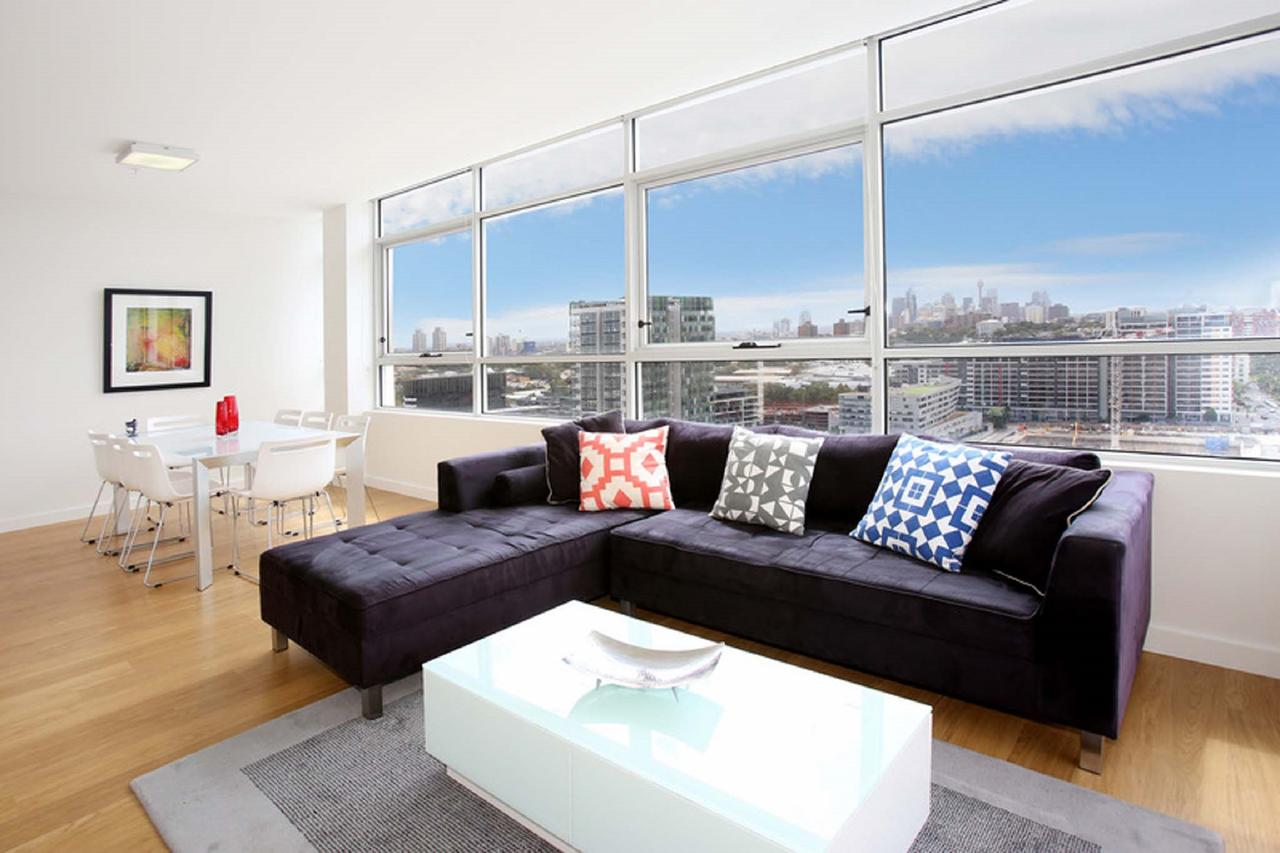 Gadigal Groove - Modern and Bright 3BR Executive Apartment in Zetland with Views - Accommodation in Brisbane