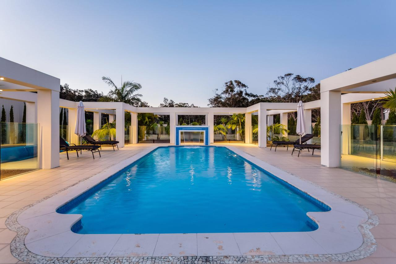 One Mile Mansion - Private Coastal Retreat FREE FAMILY ADVENTURE PASS - Accommodation in Brisbane