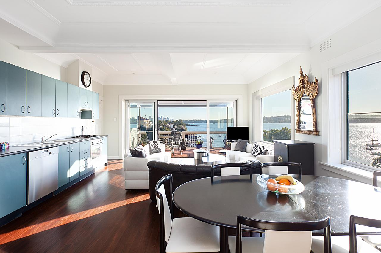 Art Deco Apartment With Breathtaking Water Views - Accommodation in Brisbane