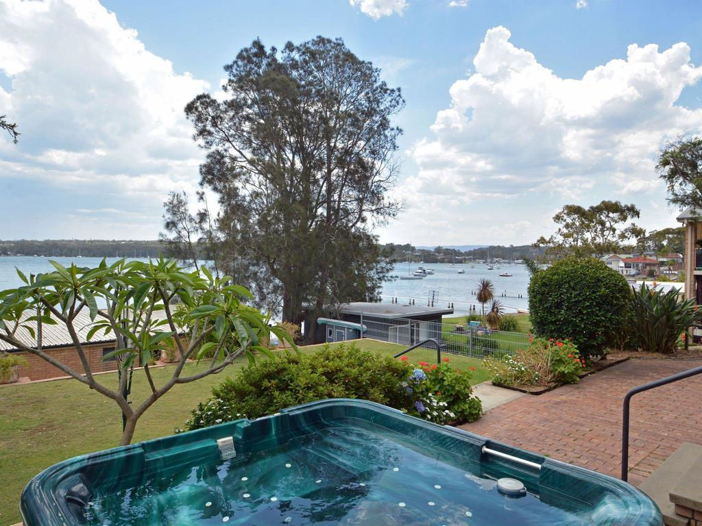 Fishing Point Shores - Accommodation in Brisbane