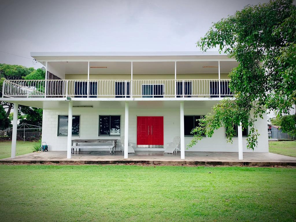 Holiday Rental - Huge House With Beach Views - Accommodation in Brisbane