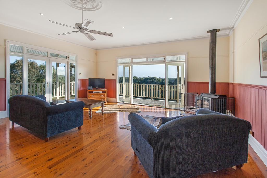 Hopkins River Homestead - Fireplace Linen WiFi 4 bdrm - Accommodation in Brisbane