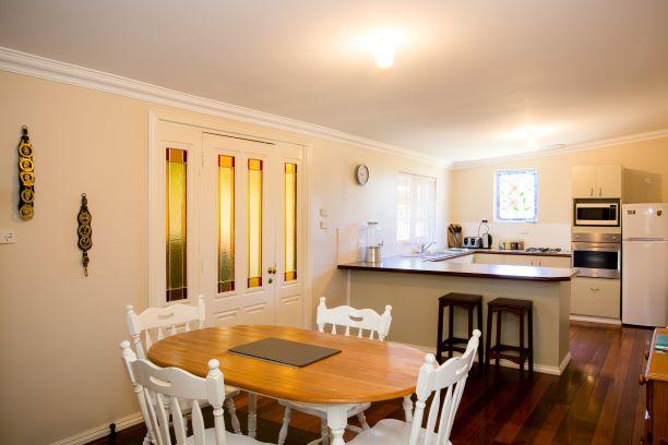 Yvonnes Rest Holiday Home - Accommodation in Brisbane